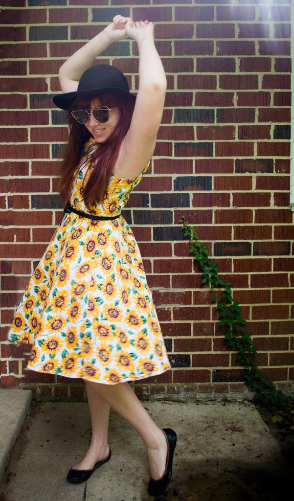 giftofgabbyblog_sixbloggerstyle_August2017_Floral-Sundress-2